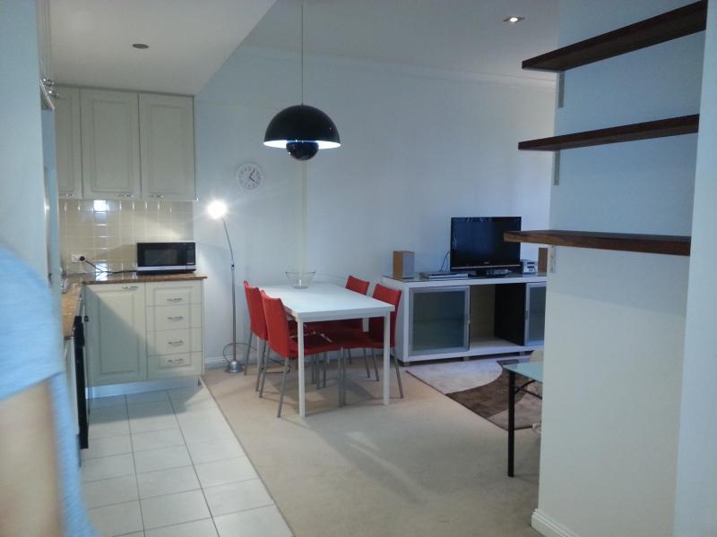 Living Area - 1 Bdrm Aptmnt just 5 min walk to Circular Quay - Sydney - rentals
