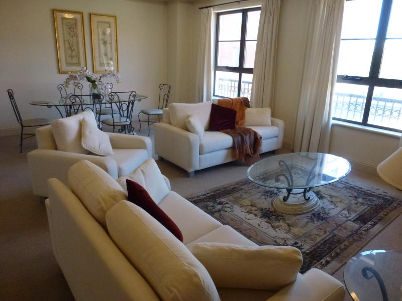 Lounge Dining area - Absolute Luxury in the East End of Adelaide - Adelaide - rentals