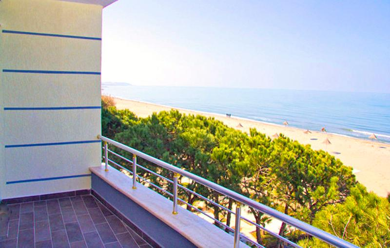 A full 180° unblocked seaview, 30 m from the sea, private balcony, no road.  Absolute paradise! - Fabulous Beachfront APT, 180° WOW!! Seaview, Pool - Durres - rentals
