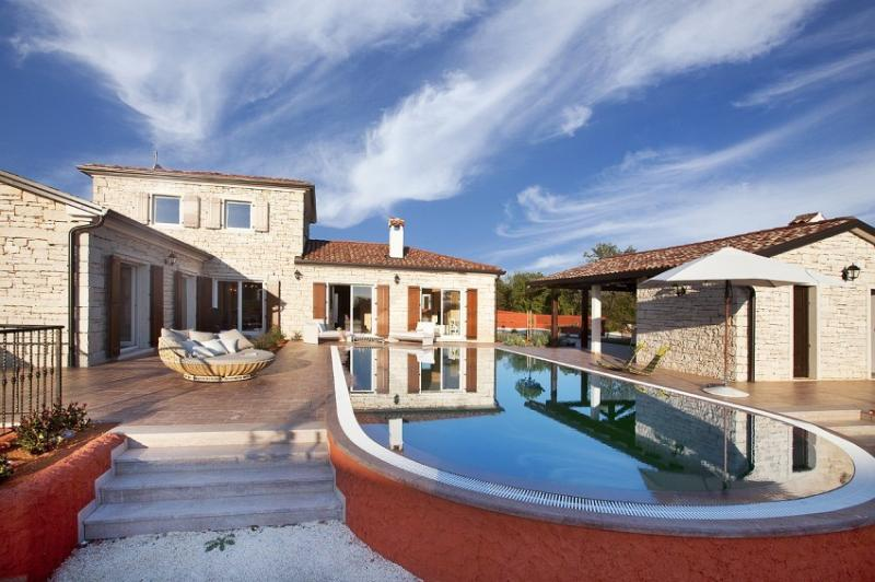 Rustical villa for rent with pool, Istria - Image 1 - Svetvincenat - rentals
