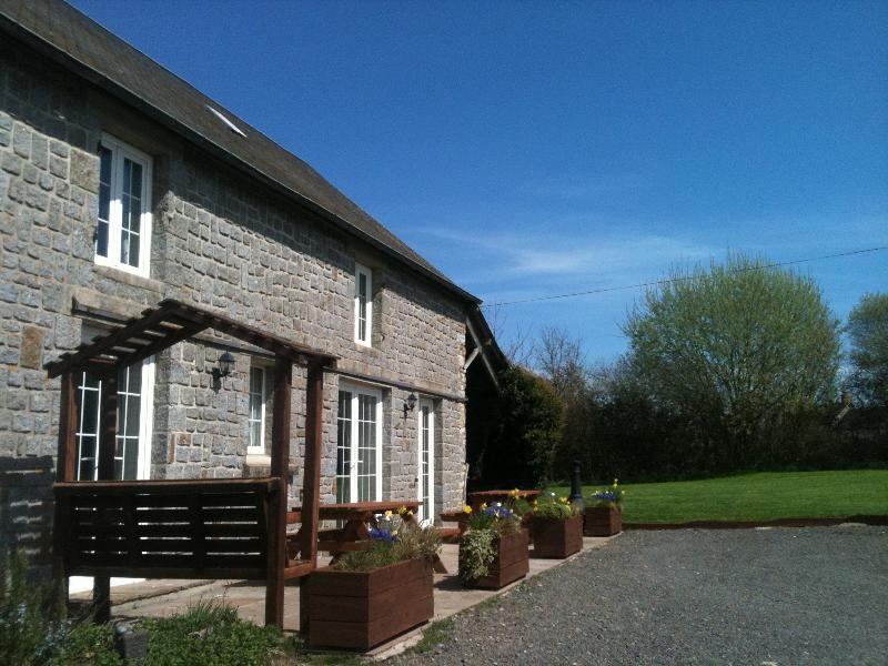 La Ransonniere de Bas - Self Catering Farmhouse 5kms Mortain, Normandy, - Romagny - rentals