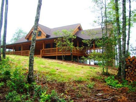 Owls Roost Cabin, Elevation 2300 - Owls Roost Cabin – Take In the Amazing View from the Inviting Screened Porch with Fireplace – Stylishly Furnished and Convenient to Hiking, Train, and Casino - Bryson City - rentals