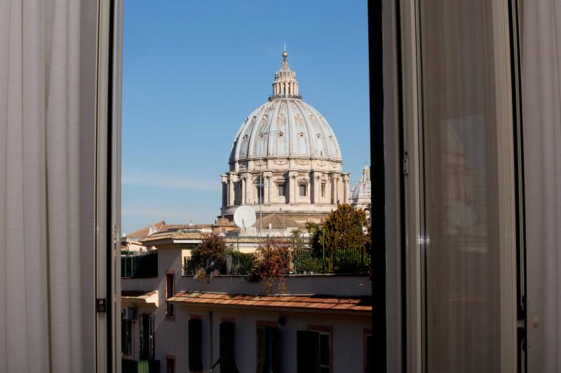 The wonderful view on St. Peter's Basilica from the twin bedroom - St.Peter's closest view from the window! Apartment - Rome - rentals