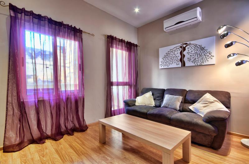 Sunny Sliema 2-bedroom Apartment - Image 1 - Sliema - rentals