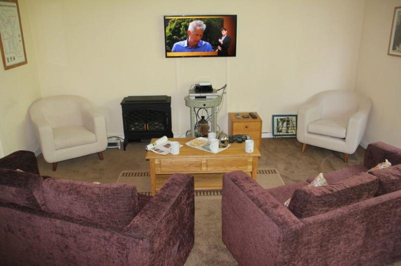 HOWGILL APARTMENT, Windermere, - Image 1 - Bowness & Windermere - rentals