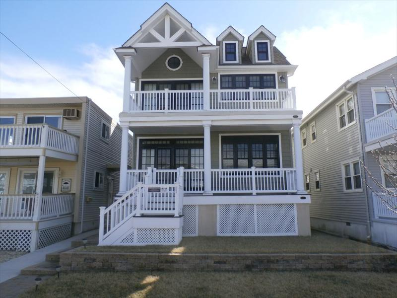 Front with gated porch - 4641 West 1st 111990 - Ocean City - rentals