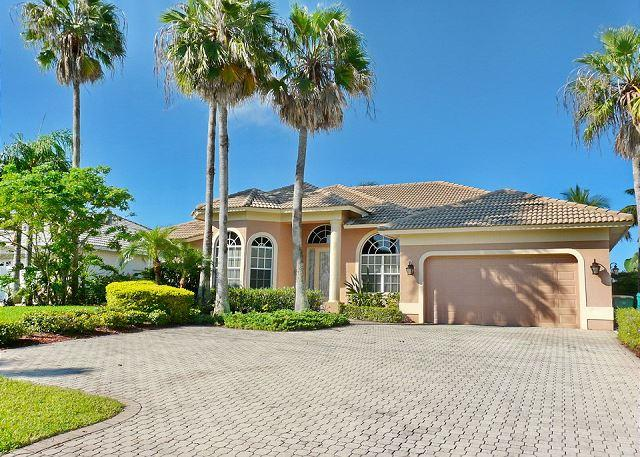 Exquisitely decorated waterfront home with heated pool and hot tub - Image 1 - Marco Island - rentals