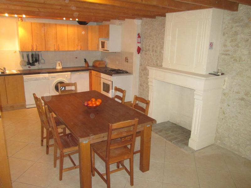 Large kitchen/diner - Chez Mamie- Farmhouse Gite in Charente Countryside - Jonzac - rentals