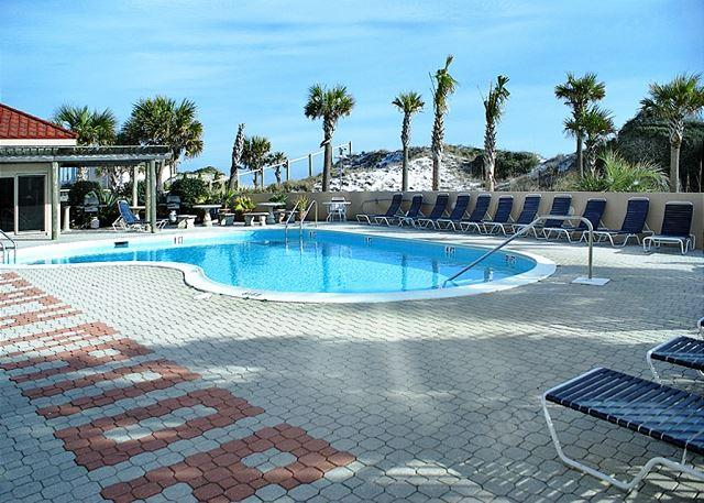 Pool Area - BEACHFRONT FIRST FLOOR 2BR! OPEN 5/9-5/16 - MOTHERS DAY SPECIAL 40% OFF NOW! - Destin - rentals