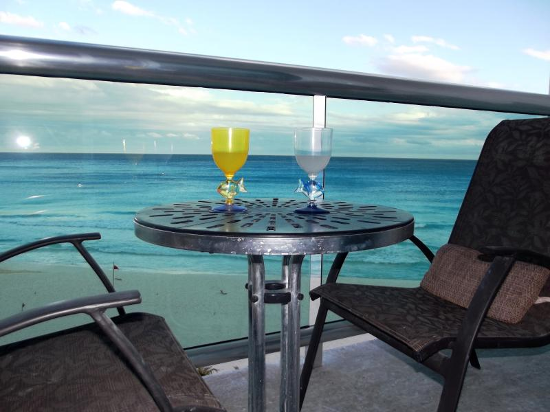 New glass rail for unobstructed view of the Caribbean - OCEAN DREAM CANCUN 1 BR CONDO:WIFI, KITCHEN,BEACH - Cancun - rentals