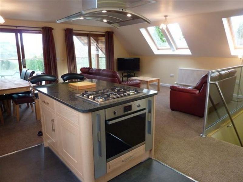 REDWOOD LODGE Pooley Bridge Holiday Park, Ullswater - Image 1 - Pooley Bridge - rentals