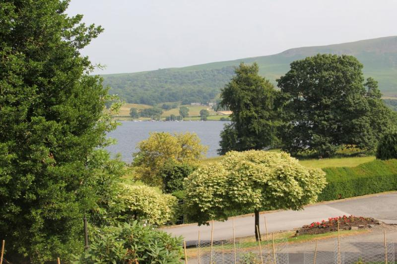 HOLLY COTTAGE, Watermillock, Ullswater - Image 1 - Watermillock - rentals