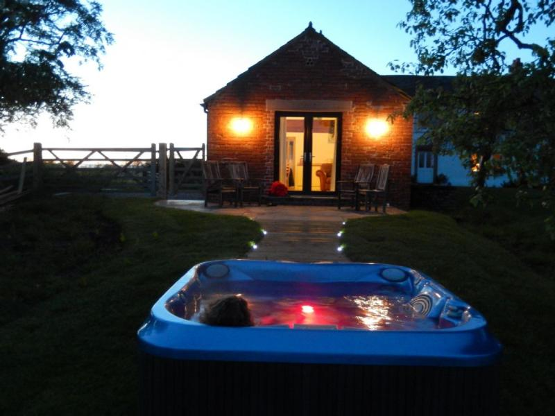 RED STABLES (Hot Tub), Aikton, Near Carlisle - Image 1 - Orton Grange - rentals