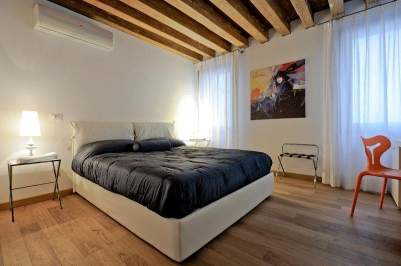 Lion 1 - Central two bedroom flat with lift - Image 1 - Venice - rentals