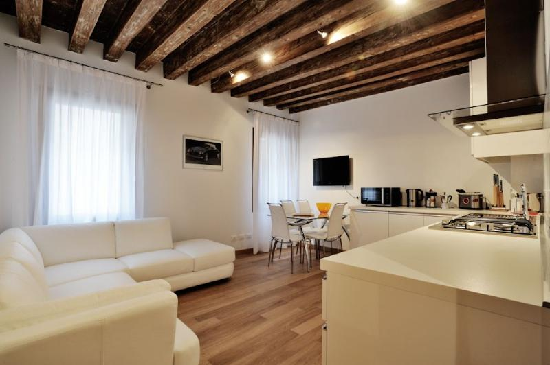 Lion 2 - Central two bedroom flat with lift - Image 1 - Venice - rentals