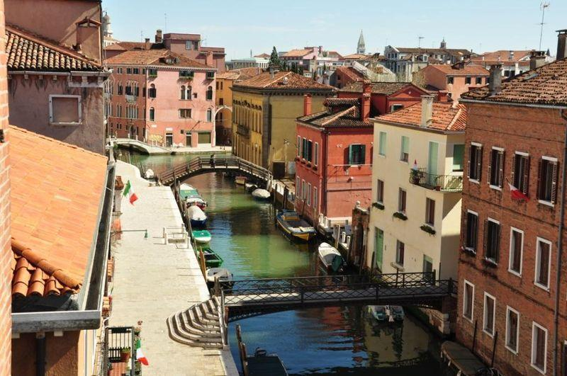 WaterView - Large three bedroom flat with canal view - Image 1 - Venice - rentals