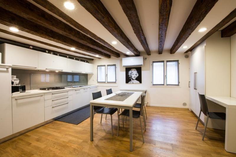 Lion 5 - Modernand quiet two double bedrooms with canal view - Image 1 - Venice - rentals