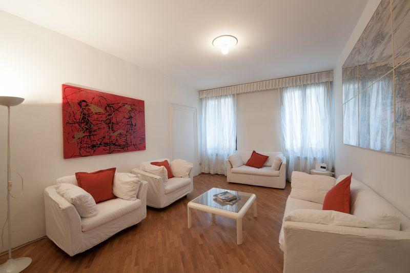Rio della Verona B - One bedroom flat with Canal View and near the Fenice Lyrical Theatre - Image 1 - Venice - rentals