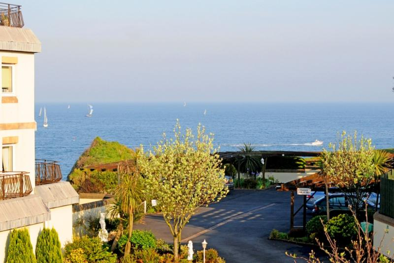 Upper Alvista located in Torquay, Devon - Image 1 - Torquay - rentals