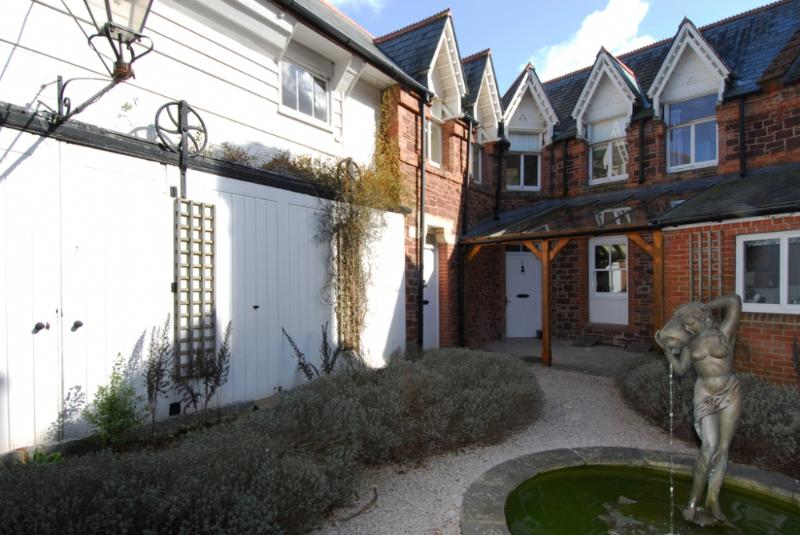 6 The Manor House located in Torquay, Devon - Image 1 - Torquay - rentals