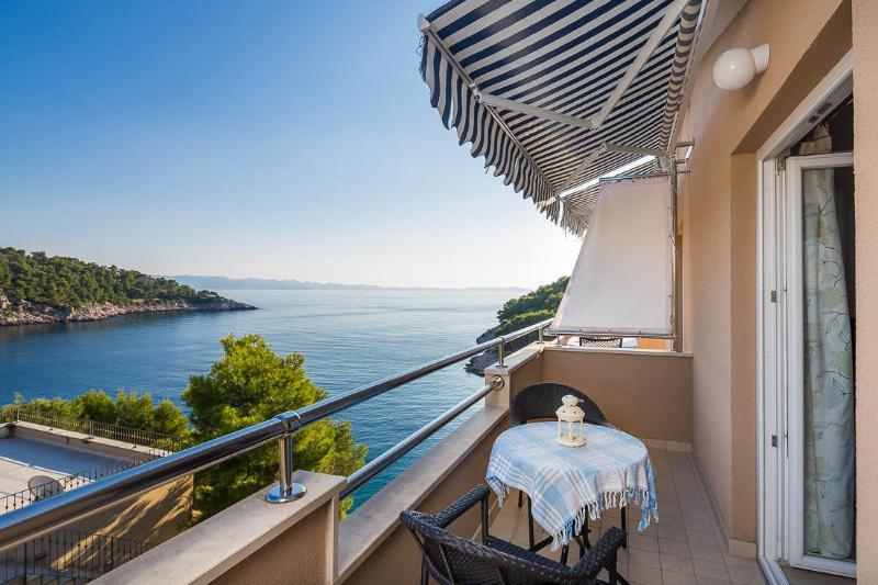 A4(3): terrace view - 4958 A4(3) - Cove Osibova (Milna) - Cove Osibova (Milna) - rentals