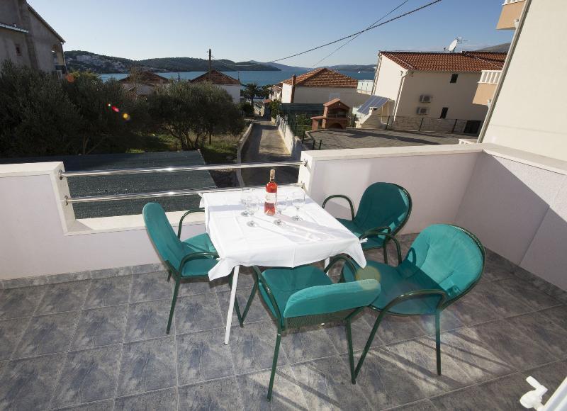 A2(4+2): terrace - 6013 A2(4+2) - Okrug Gornji - Okrug Gornji - rentals