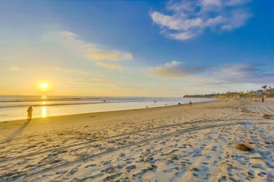Your vacation home awaits at this lovely Pacific Beach ocean front condo.  - Mitchell's Ocean Point Paradise - Pacific Beach - rentals