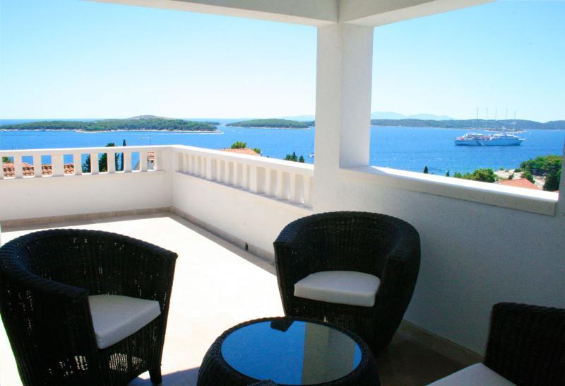 Sea view, terrace with veranda - Hvar Exclusive Sea, Sun & Stars Apartment by HMH - Hvar - rentals
