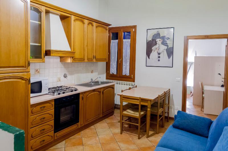 Nice 2 Bedroom Apartment Via Zannoni Florence - Image 1 - Florence - rentals