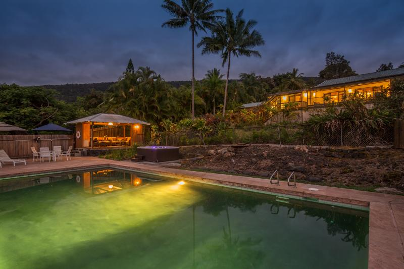 Private Pool and Hot Tub are just the thing for that family reunion or large group of friends - Private Hawaiian Paradise Minutes to the Best Beac - Captain Cook - rentals