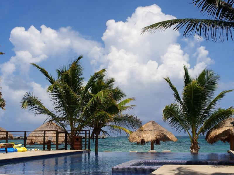 Eight Shades of Aguamarine.......Beautiful Day ! - :) ahhh..ABSOLUTE HEAVEN. Peaceful 1bd Oceanfront - Puerto Morelos - rentals