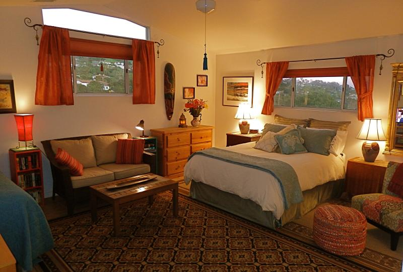 Grand Master Suite with Queen and Twin Beds and all the Amenities - PARADISE FOUND AND BREAKFAST, TOO! - Santa Barbara - rentals