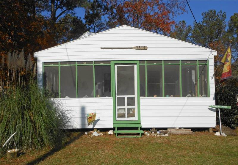 Sandpiper Cottage - Image 1 - Chincoteague Island - rentals