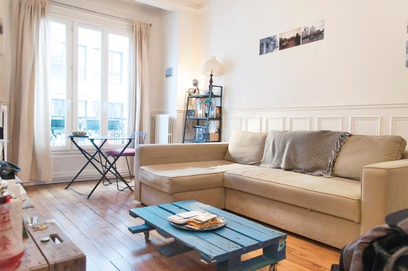 Living room - Lovely,typically Parisian 1BR for 4-Montmartre - Paris - rentals