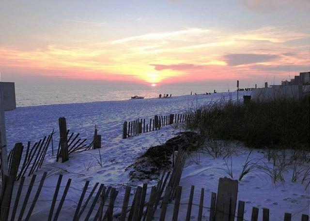 ENJOY THE SUNSETS HERE - PLATINUM RATED RENOVATED CONDO!! OPEN 8/15-22! SUMMER SUN/FALL PRICES! - Destin - rentals