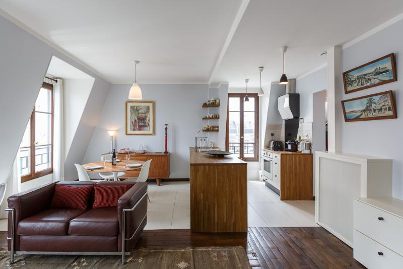 Living room with large windows - Montmartre With a View - Paris - rentals