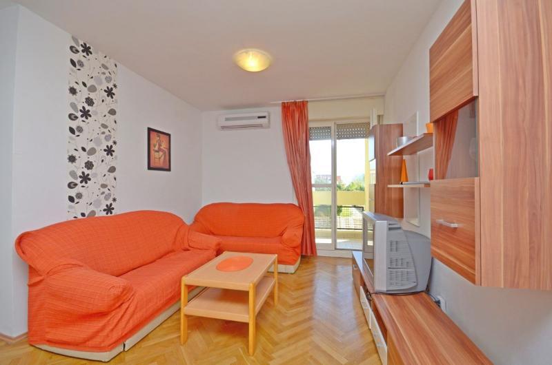 Apartments Ninčević - 42001-A1 - Image 1 - Split - rentals