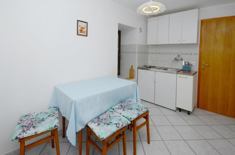 Apartments Mladen - 68631-A2 - Image 1 - Lopar - rentals