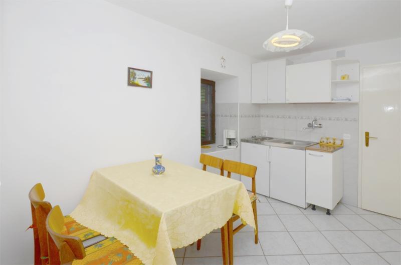 Apartments Mladen - 68631-A1 - Image 1 - Lopar - rentals