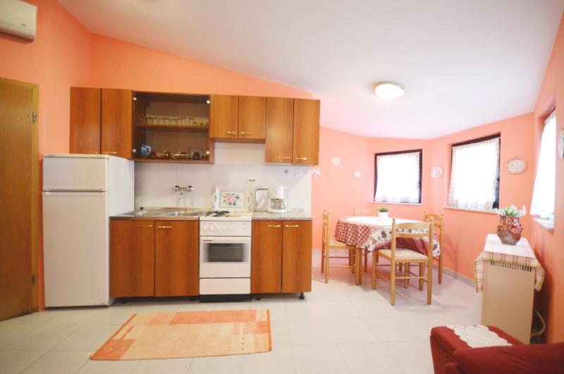Apartments Jelica - 70431-A1 - Image 1 - Liznjan - rentals