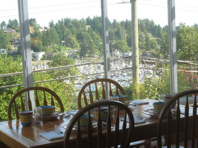 Dining with a view - Little House in the Harbour - Gibsons - rentals