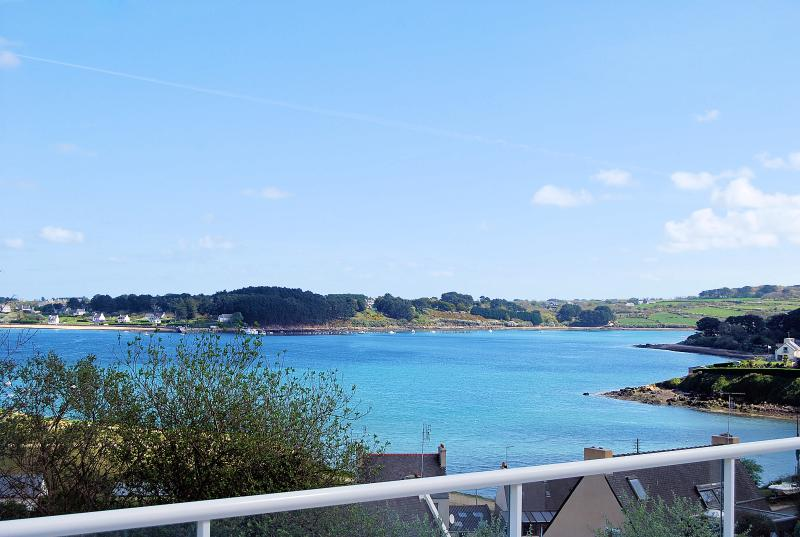Large renovated house in the heart of Finistère, 200 meters from the beach - Image 1 - Landeda - rentals