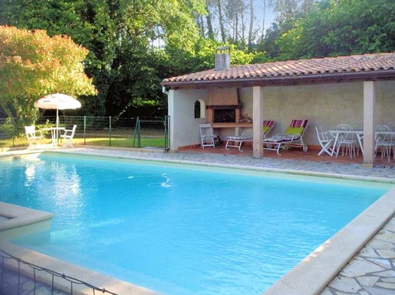Fantastic, 7-room house in Casteljaloux, Lot-et-Garonne, with large garden and private, secure pool - Image 1 - Casteljaloux - rentals