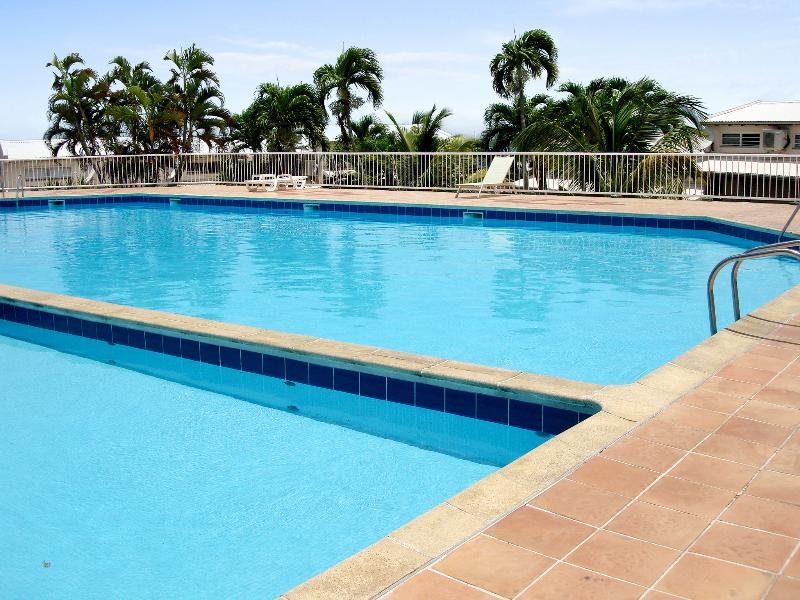 Attractive duplex apartment with pool in the heart of a lively resort - Image 1 - Le Gosier - rentals
