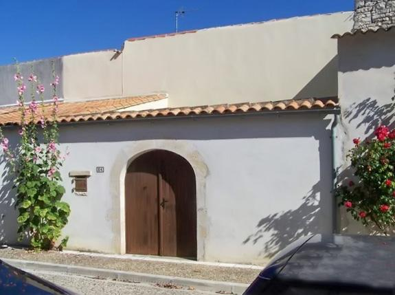 Traditional house in l'Île de Ré with spacious patio, very close to the beach - Image 1 - Rivedoux-Plage - rentals
