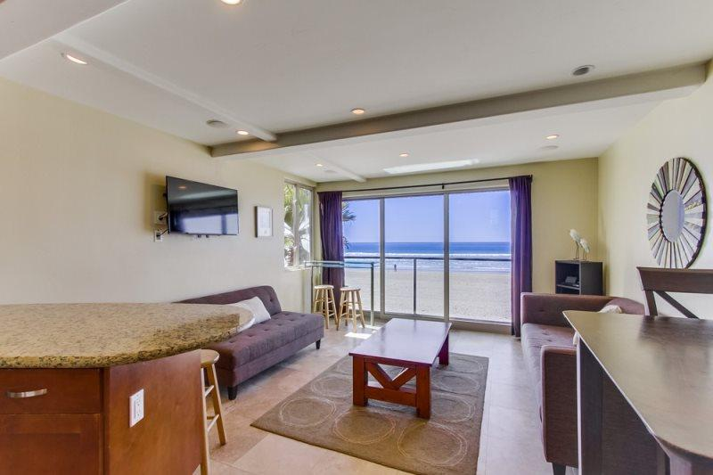 Spacious Living Room with Flat Screen and other Entertainment  - Jersey 4 - Mission Beach 3BR Oceanfront Gem - Mission Beach - rentals