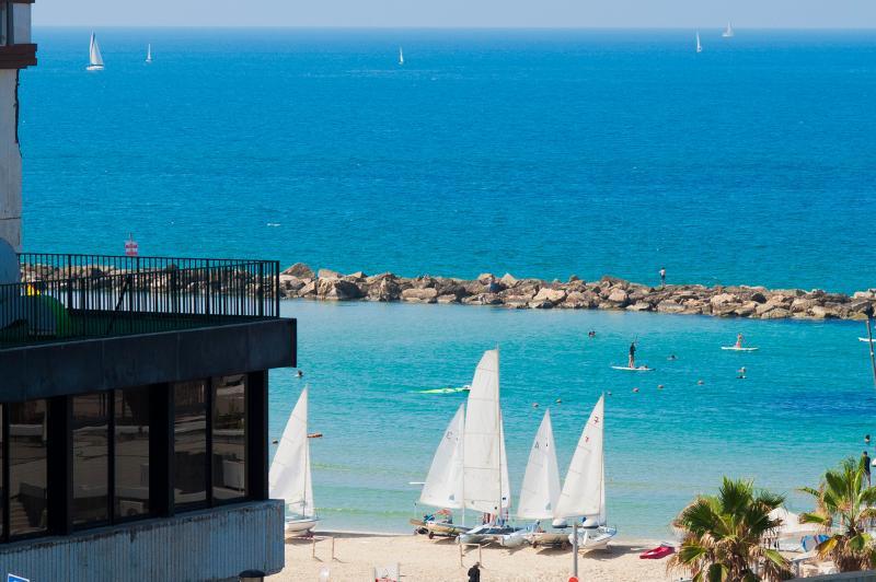 View from the living room - Hayarkon 166 - Gordon Beach View - 1 Bed Room - Tel Aviv - rentals