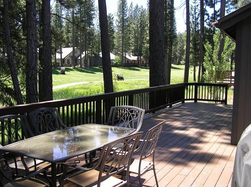 #130 SEQUOIA Mountain decor, on the golf course $200.00-$235.00 BASED ON FOUR PEOPLE OCCUPANCY AND NUMBER OF NIGHTS (plus county tax, SDI, and processing fee) - Image 1 - Plumas County - rentals