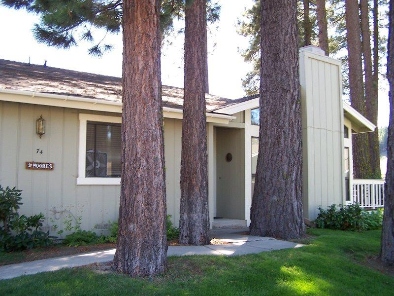 #74 PONDEROSA Cute as a button! $90.00-$125.00 BASED ON FOUR PERSON OCCUPANCY AND NUMBER OF NIGHTS (plus county tax, SDI, and processing fee) - Image 1 - Plumas County - rentals
