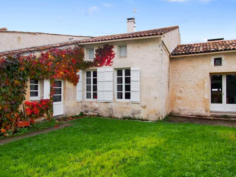 In the heart of the Charente-Maritime, spacious character house with garden - Image 1 - Fort sur Gironde - rentals